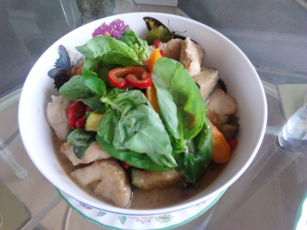 Homemade Thai green curry (photo taken by myself)