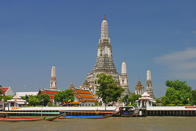 Wat Arun seen from the Chao Phraya River, photo: wikimedia.org